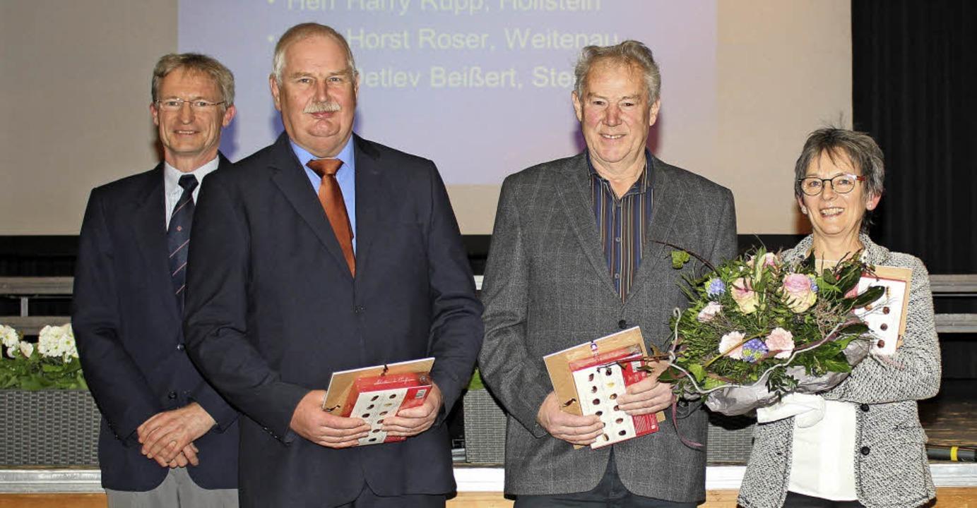 Geehrte Blutspender: DRK-Vorsitzender ...t Roser und Heidi Vögtler (von links)   | Foto: Anja Bertsch