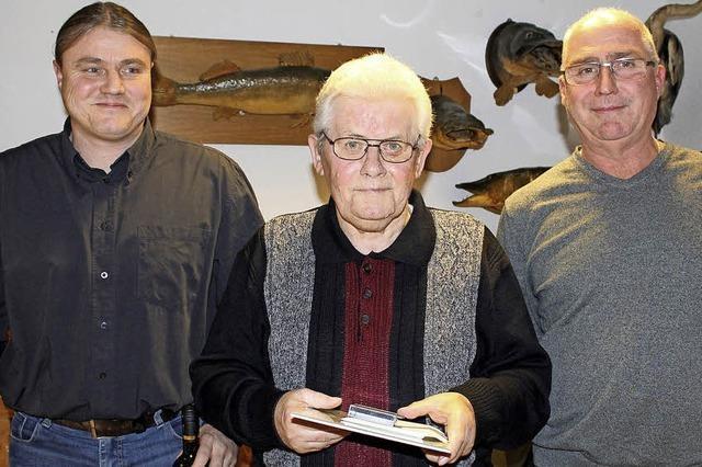 Heinz Tscheulin fischt seit 60 Jahren im Verein