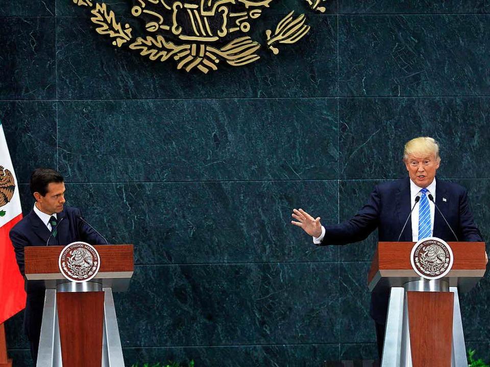 Hier noch im gemeinsamen Gespräch: Tru... Nieto im August 2016 in Mexiko-Stadt.  | Foto: dpa