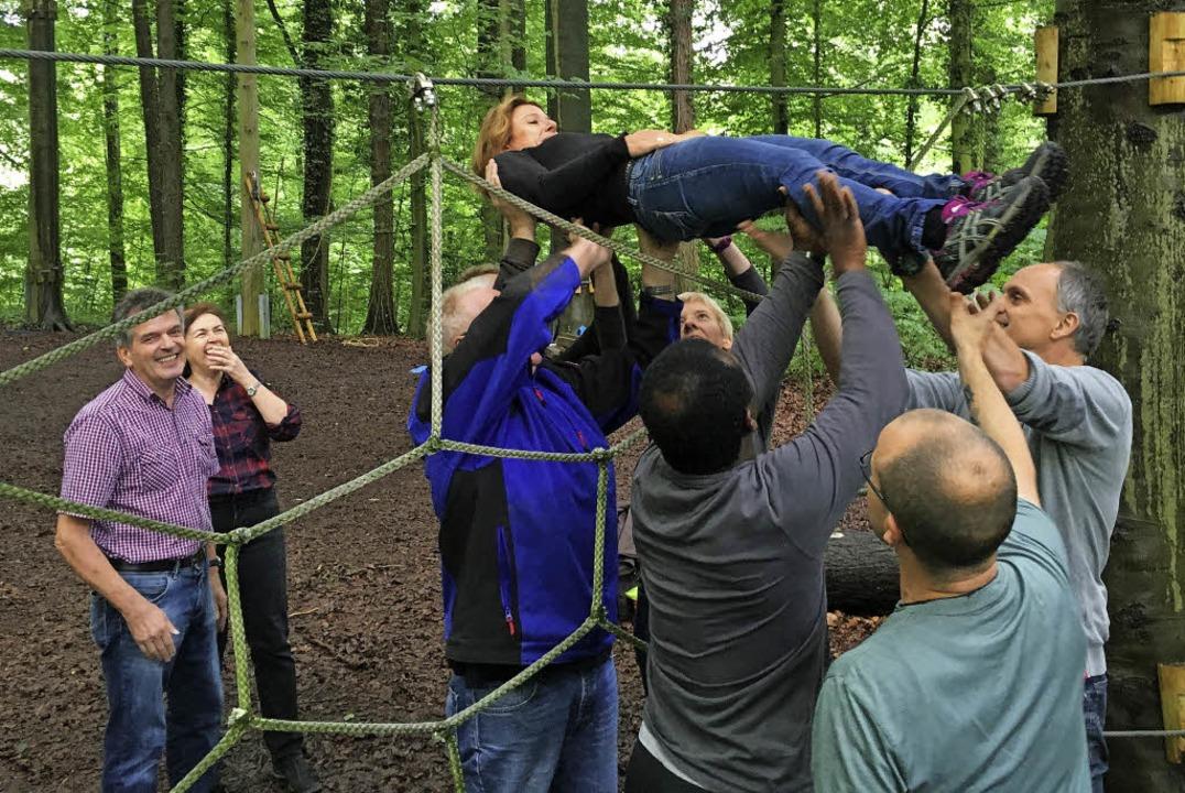 Im Kenzinger Kletterwald bietet Halstr...ern unter anderem ein Teambuilding an.  | Foto: PR