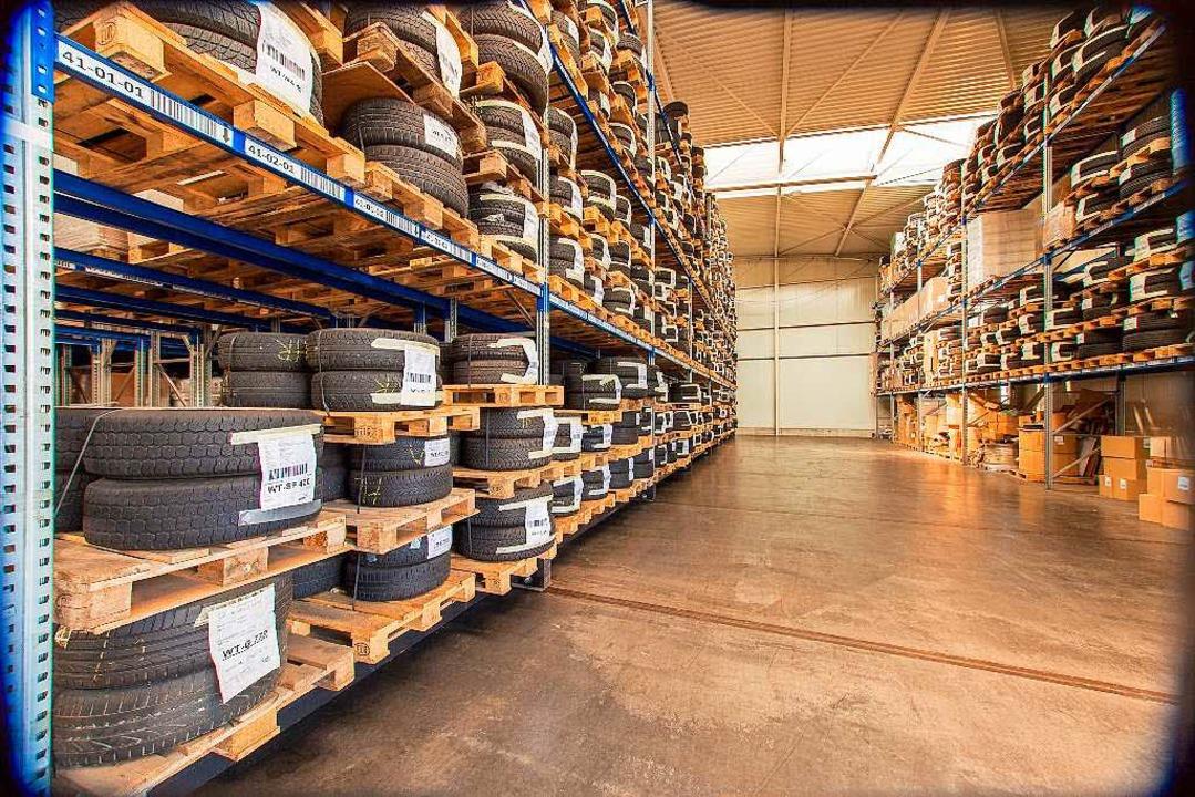 Das riesige Räderlager des Autohauses.  | Foto: Autohaus Ebner