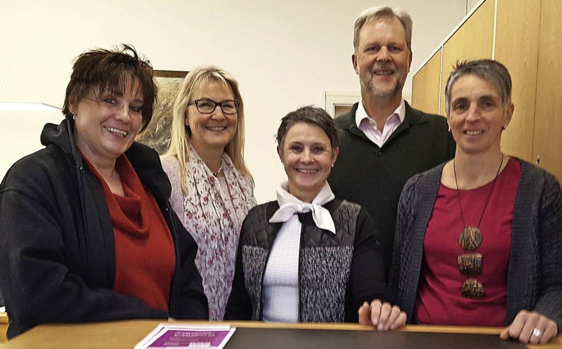 Sie managen die VHS: Gisela Schneider,...fgang Schulz, Ulrike Mark (von links).  | Foto: Privat