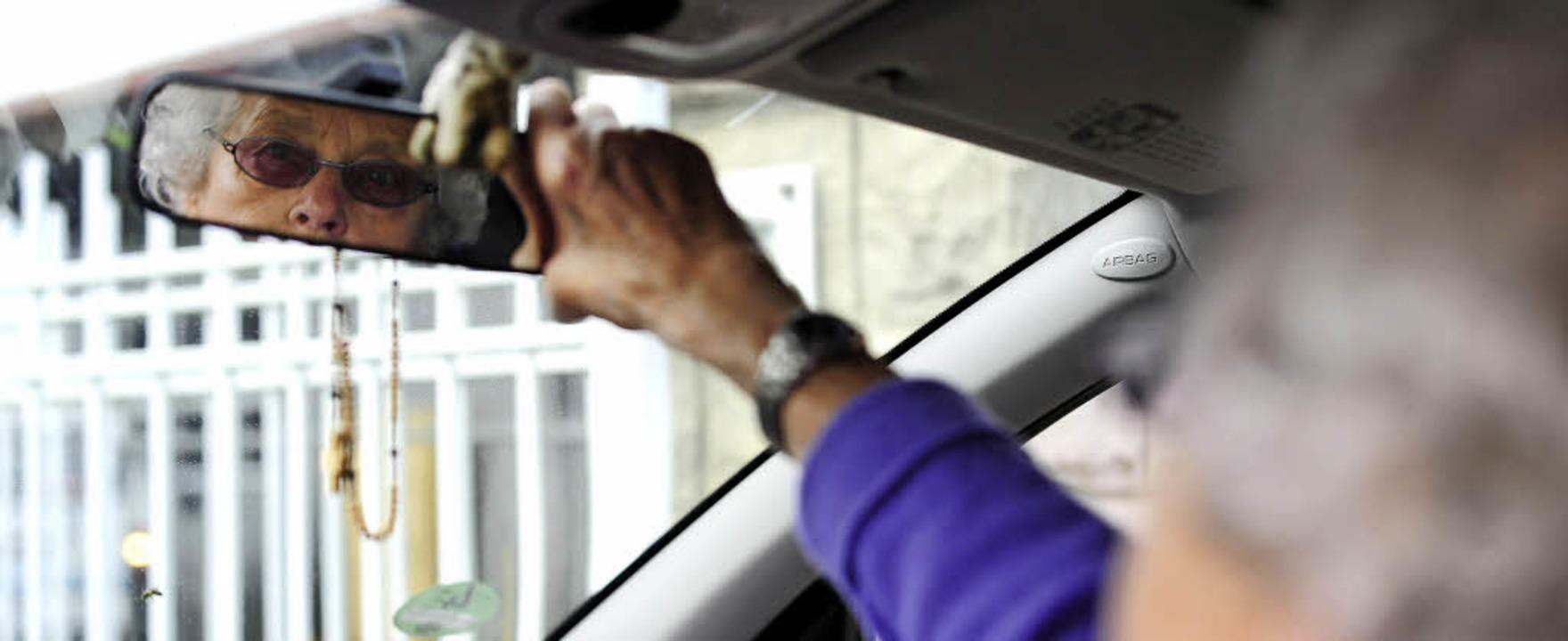 Autofahren im Alter? In einem Vortrag ...ch die Polizei mit Sicherheitsfragen.   | Foto: Privat/dpa