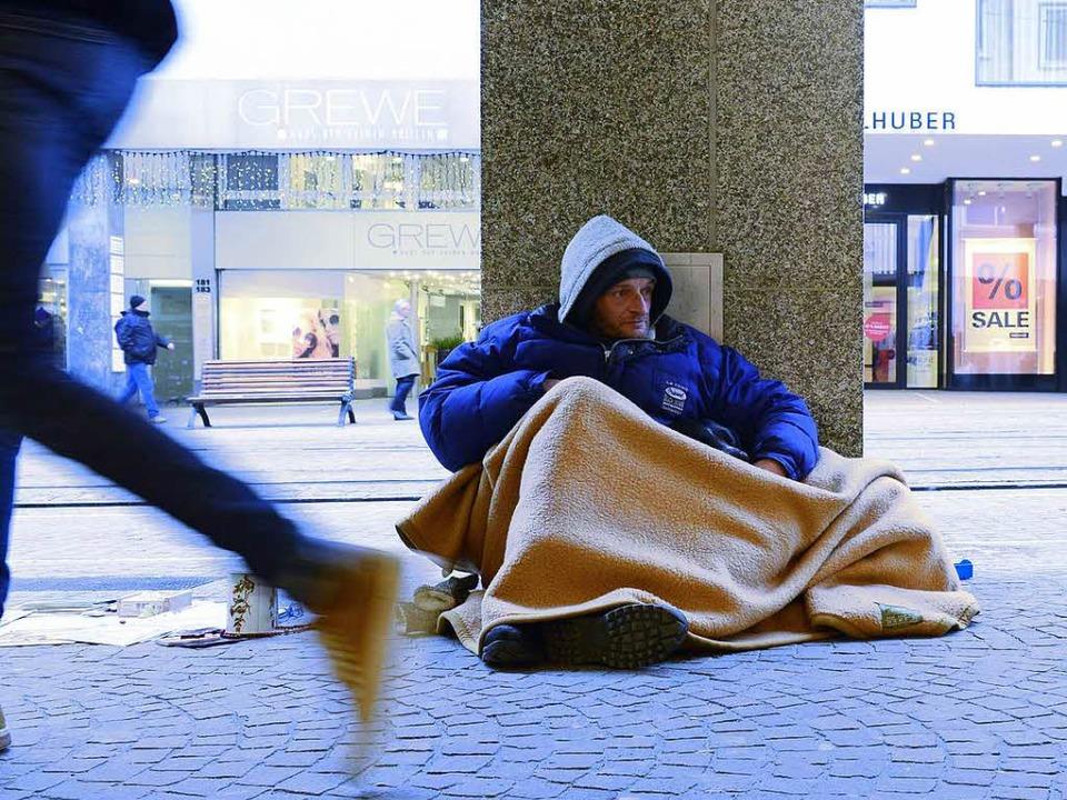 Für Obdachlose wie Björn wird es in de... Winternächten besonders ungemütlich.   | Foto: Ingo Schneider