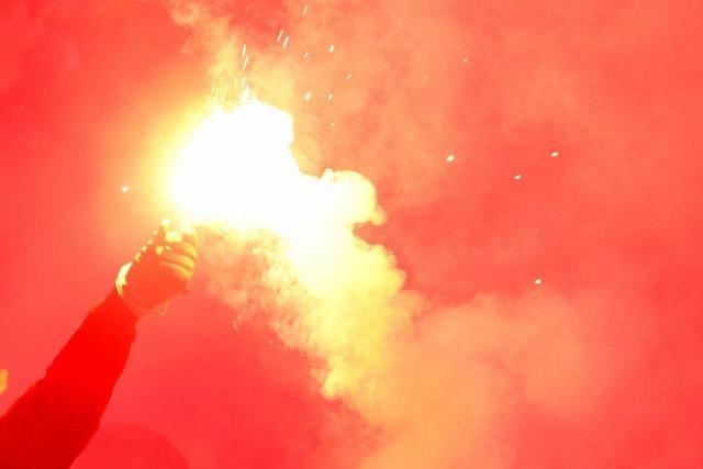 Pyrotechnik im SC-Fanblock abgebrannt: Frau erleidet Atemnot