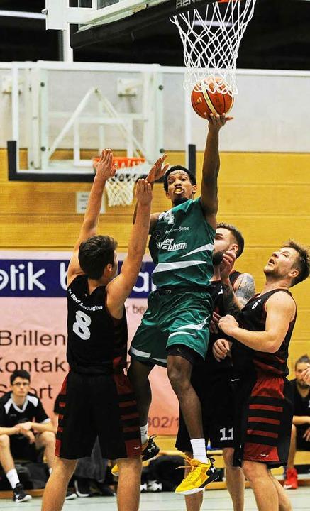 Bester Scorer: Auch im Dreierverbund k...ah Ahart ( 28 Punkte) nicht aufhalten.  | Foto: Meinrad Schön