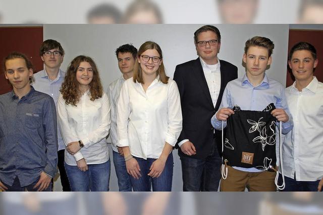 Schülerfirma stellt eigene Taschen her