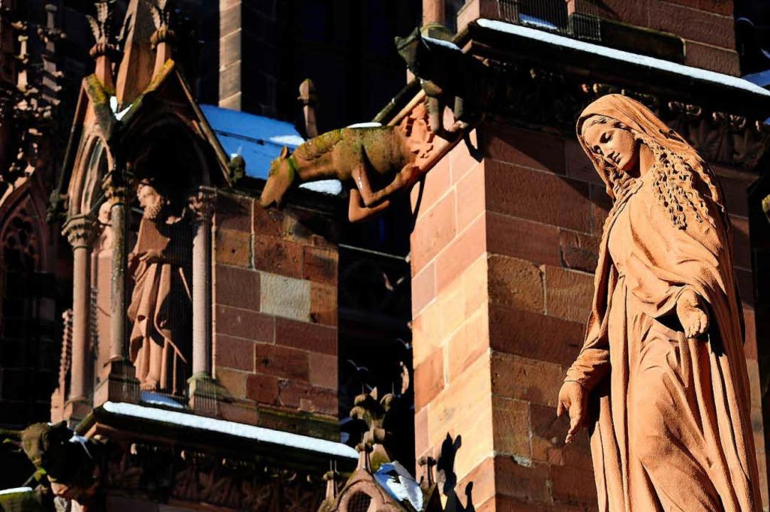 Martin Luther sah Maria nicht als &#82...1; hier schaut sie vom Münster herab.     Foto: Thomas Kunz