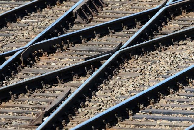 Tod am Bahnübergang: Senior stürzt und wird vom Zug erfasst