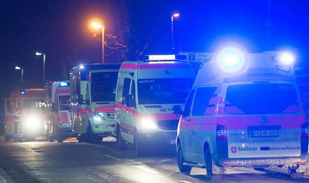 Viele Krankentransporter waren im Einsatz.  | Foto: Patrick Seeger