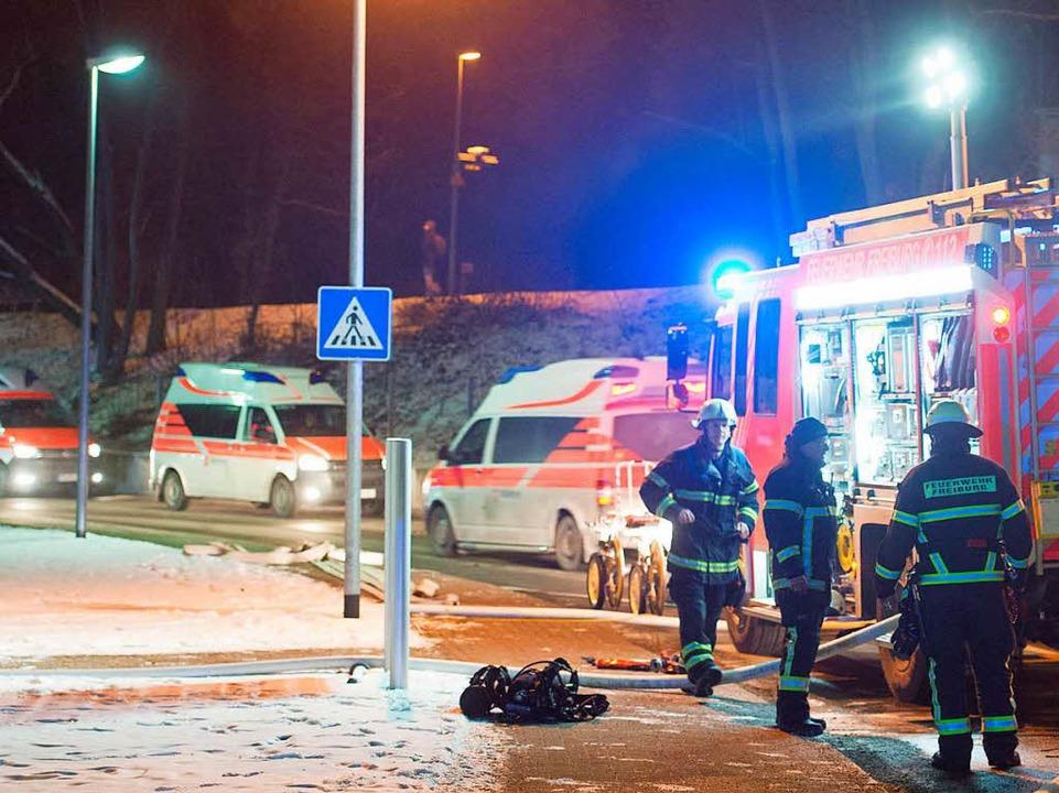 Feuerwehr und Rettungswagen im Einsatz  | Foto: Patrick Seeger