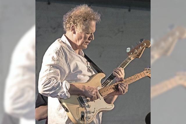 Hary de Ville und Bluesband gibt Konzert