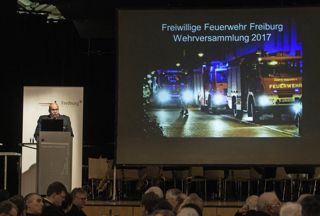 Stadtbrandmeister Reiner Ullmann (link...zum Brand in der Uniklinik ausrücken.   | Foto: Patrick Seeger, Ingo Schneider