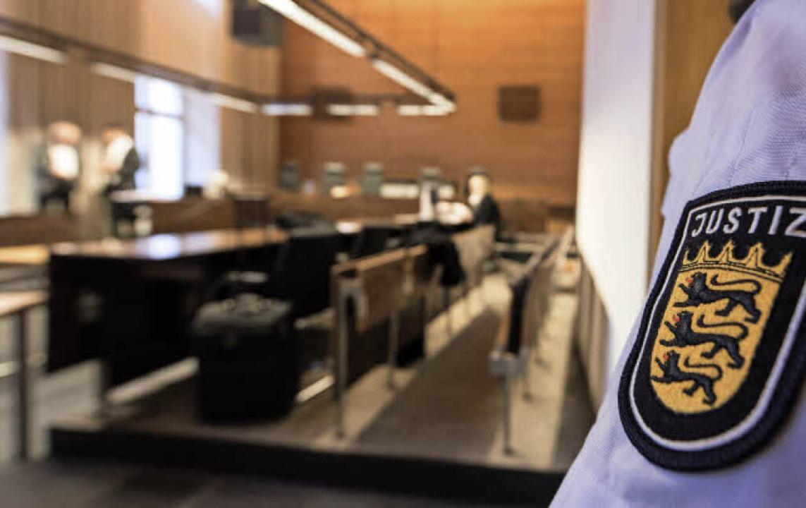 Der Staatsanwalt fordert für beide Ang...n hohe Freiheitsstrafen wegen Mordes.   | Foto: dpa