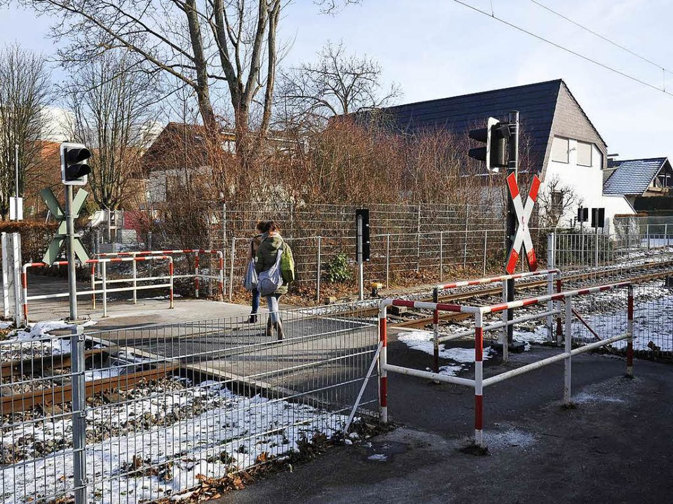Durchaus diffizil ist die Benutzung de...bergangs Platanenweg in Bad Krozingen.  | Foto: Hans-Peter Müller