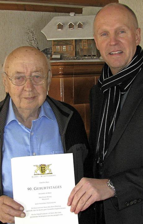 Münstertals Bürgermeister Rüdiger Ahle...rte Erwin Wiesler zum 90. Geburtstag.   | Foto:  Manfred Lange