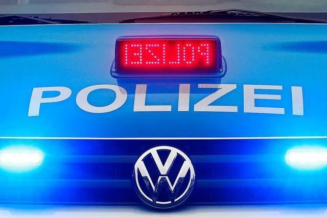 Lörrach: Autofahrer bringt Rollerfahrer zu Fall