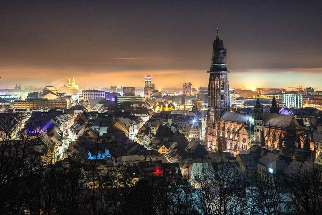 Das Münster ist der höchste Kirchtum v...iburg? Wer's glaubt, wird selig.  | Foto: David Lohmüller