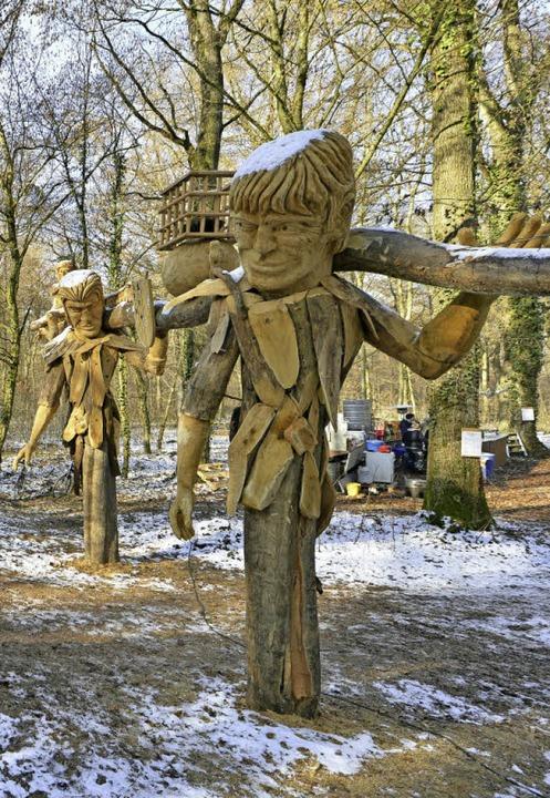 Auf viel Interesse stieß auch das neue Holztor von Holzkünstler Thomas Rees.  | Foto: Michael Bamberger