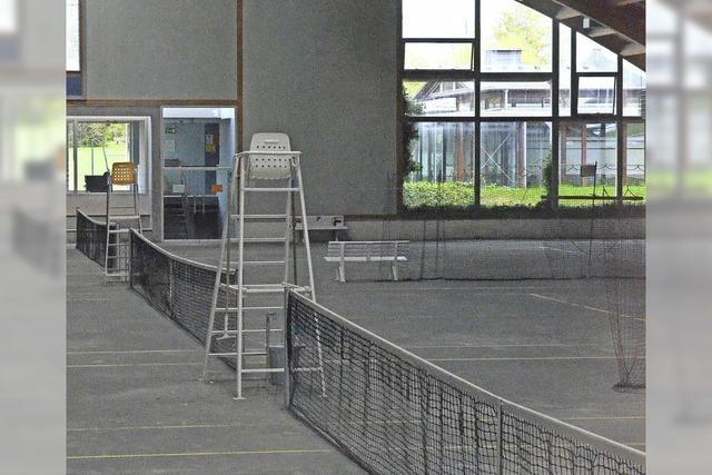 Froh über den Kauf der Tennishalle