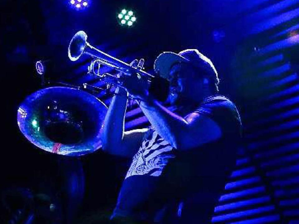 Die Brass-Coverband Lucky Chops spielte im Freiburger Jazzhaus  | Foto: Max Orlich