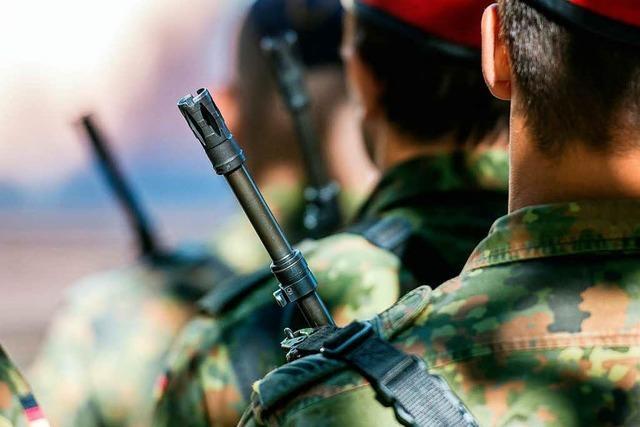 Von der Leyen will mehr Offenheit bei der Bundeswehr
