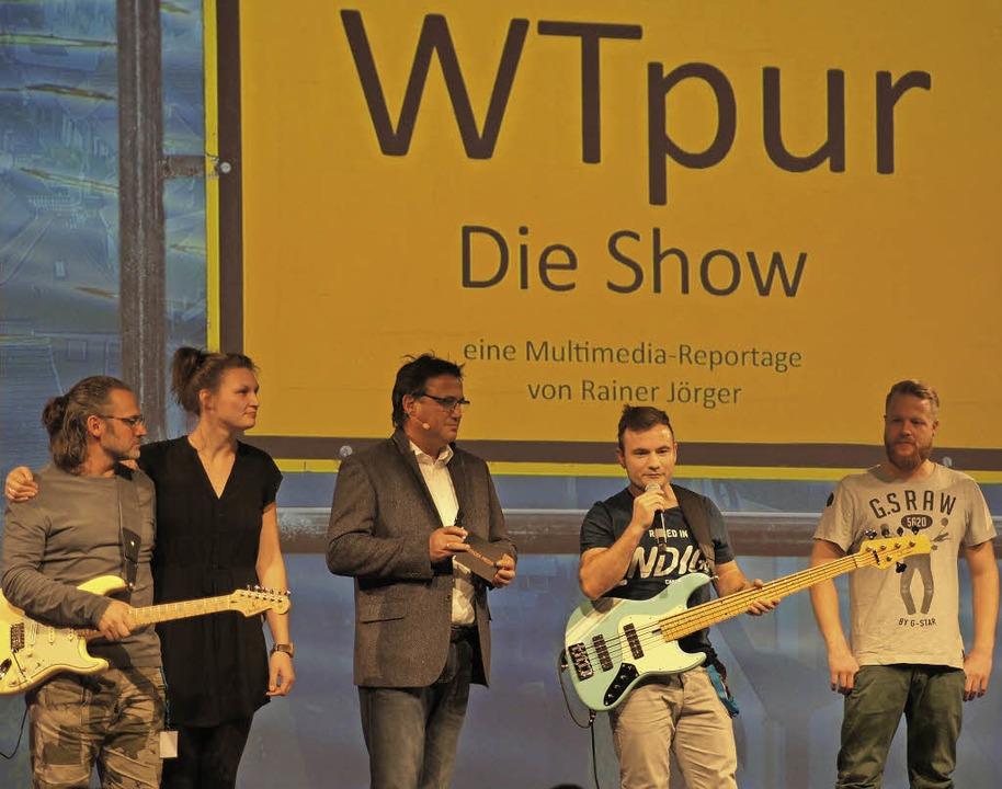 Produzent Rainer Jörger (Dritter von l...e der Multimediareportage angekündigt.  | Foto: Dana Coordes