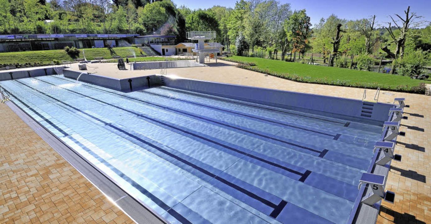 Angenehme  Wasserwärme ist schon früh ...eide Solarthermie für das Freibad aus.    Foto: Archivfoto: Siegfried Gollrad