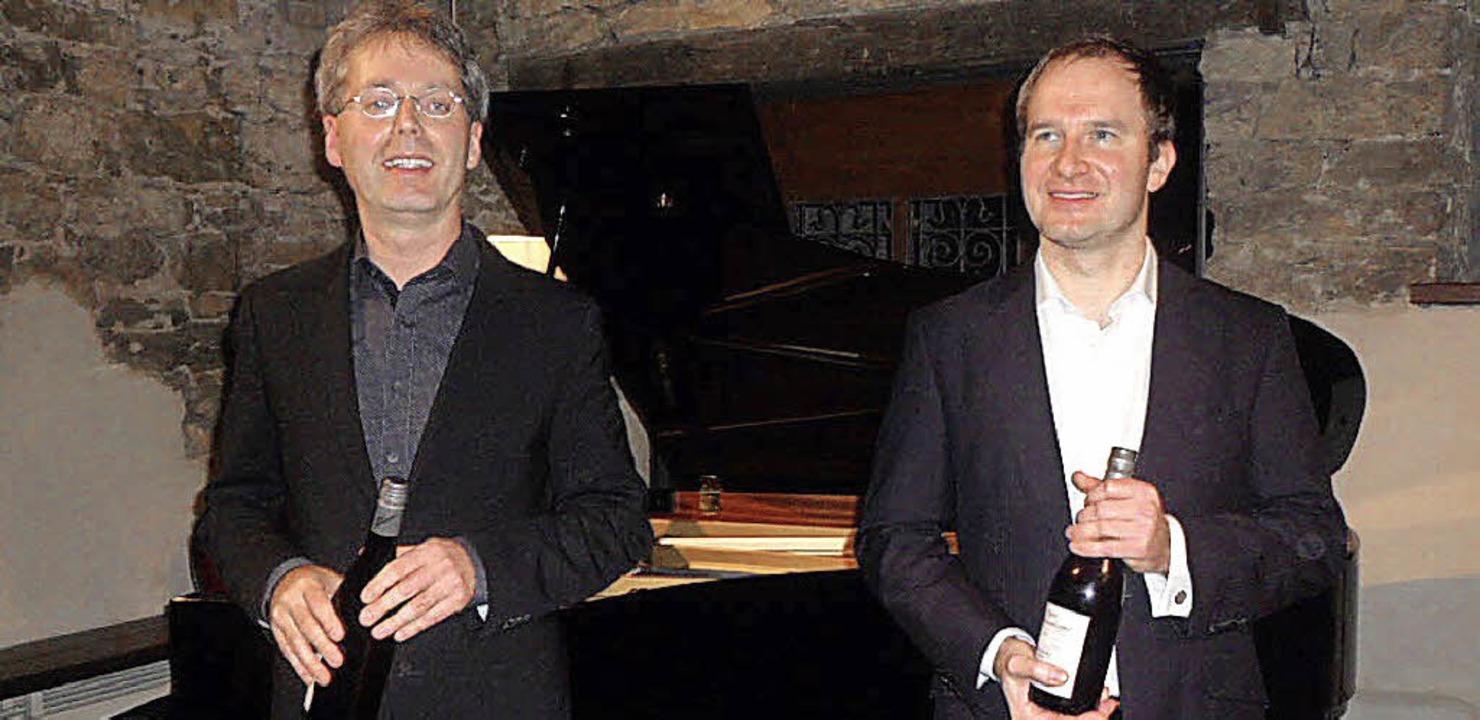 Bariton Tobias Berndt (r.) und Pianist...gut Güntert eine virtuose Vorstellung.    Foto: Flier