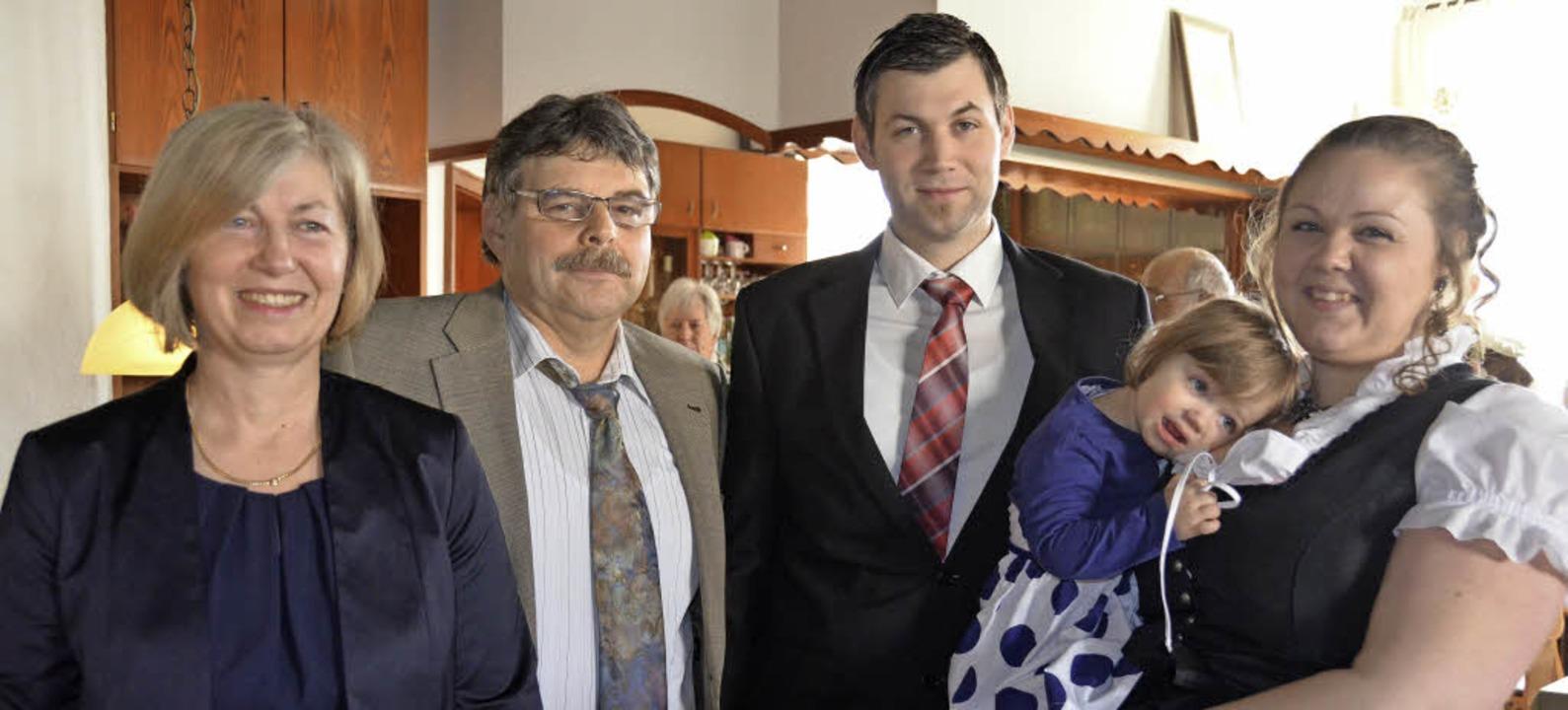 Elke und Markus Eckerlin übergeben den...: Michael und Vanessa mit Tochter Anna  | Foto: sigrid umiger
