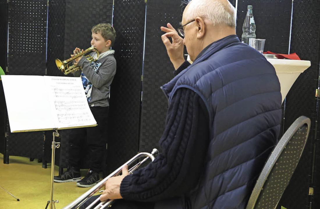 Die ganze Aufmerksamkeit gilt den jung...mer Michael-Friedrich-Wild-Grundschule    Foto: Dorothee Philipp