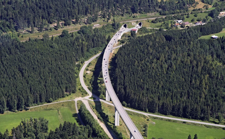Zwei Tunnelröhren und eine Brücke sind...aut und ab 2022,  freigegeben werden.   | Foto: Gerold Bächle