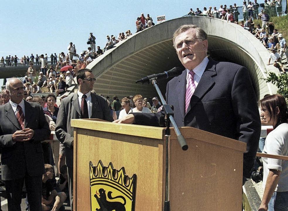 Ministerpräsident Erwin Teufel spricht...ginger Tunnel-Eröffnung im Juli 2003.   | Foto: Franz Krickl