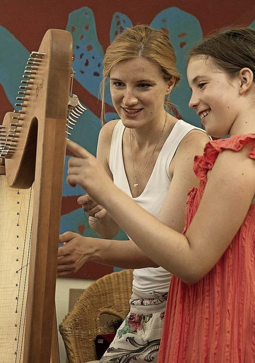 Bei den Infotagen können die unterschiedlichsten Instrumente getestet werden.     Foto: Musikschule