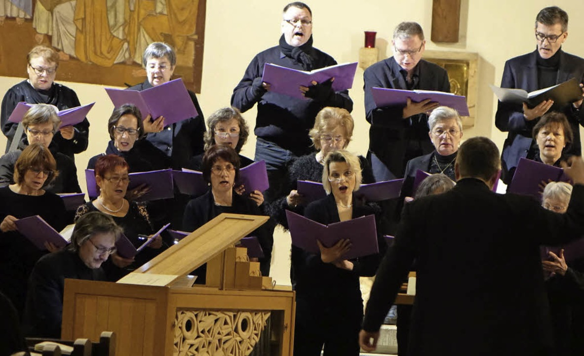 Mit Psalmvertonungen aus fünf Jahrhund...bisherigen Dirigenten Matthias Wamser.    Foto: Roswitha Frey