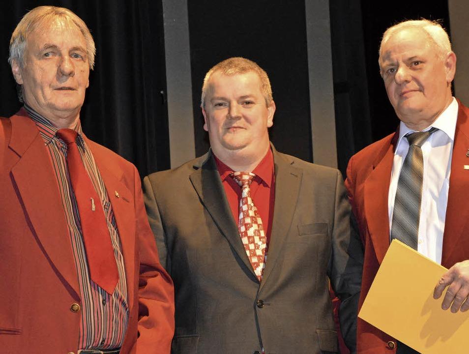 Treue Stadtmusikmitglieder: Holger Ger...ch Ernst mit der goldenen Ehrennadel.   | Foto: Barbara Ruda
