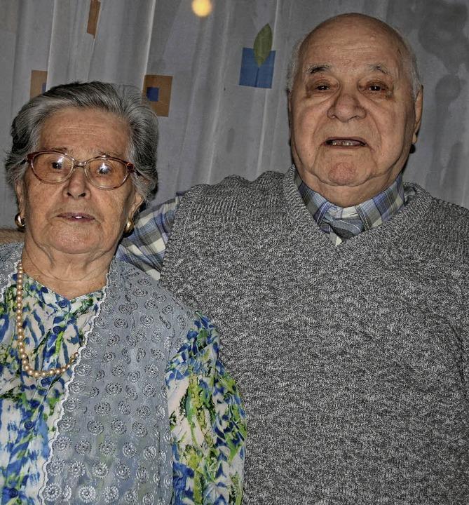Carmela Maria und Giovanni Pontolillo ... das seltene Fest der Gnadenhochzeit.   | Foto: Ralph Lacher