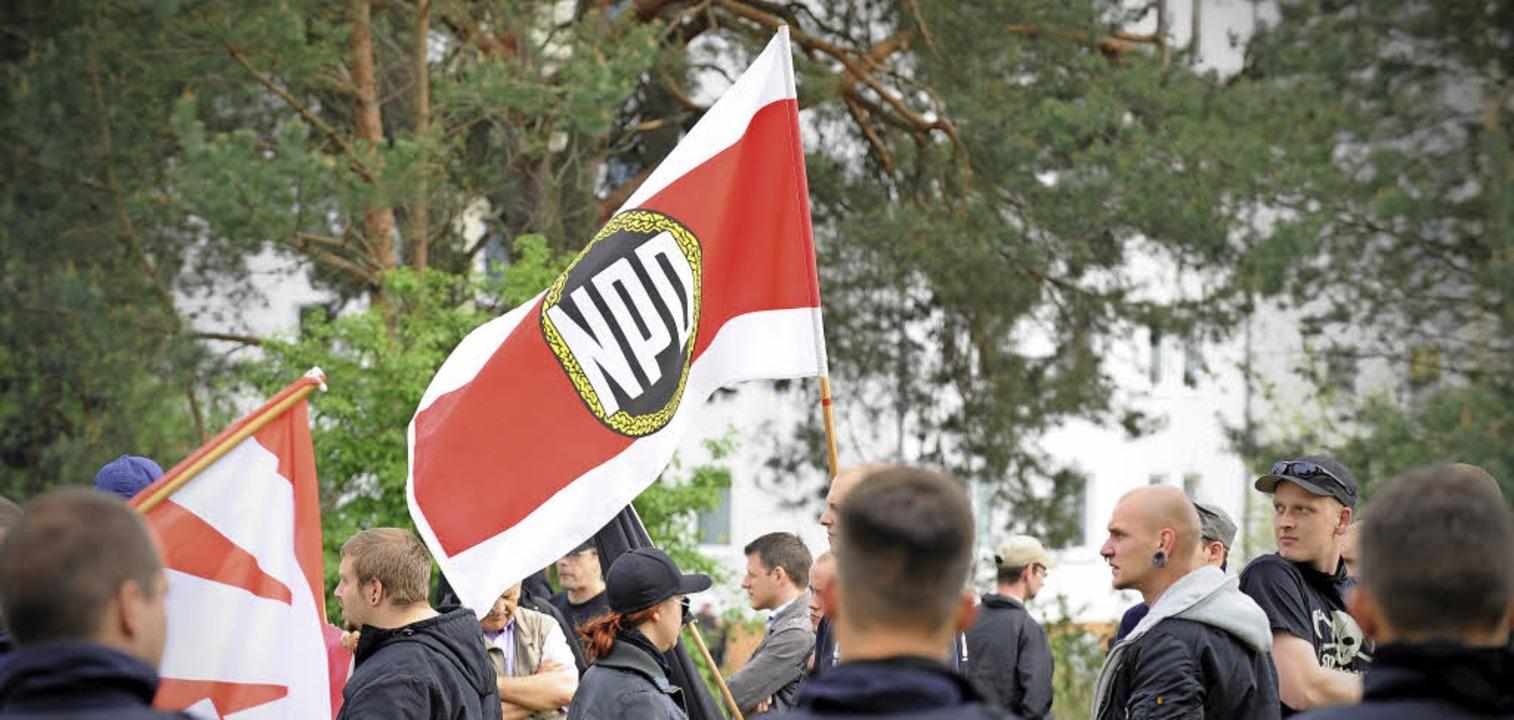 Rechtsextrem, aber für das Bundesverfa...wach, um gefährlich zu sein: die NPD.   | Foto: dpa