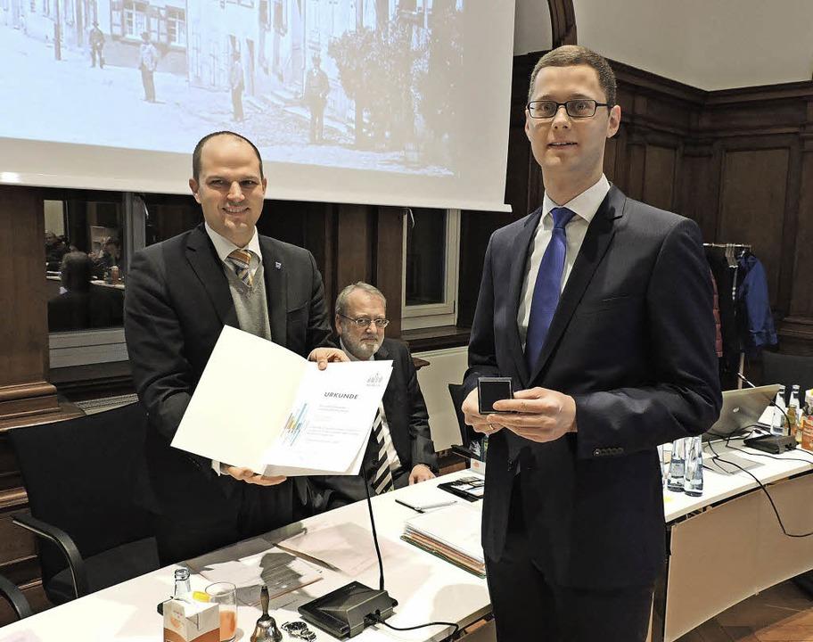 Oberbürgermeister Roman Götzmann überr...at Kollnau und Gemeinderat Waldkirch.   | Foto: Sredniawa