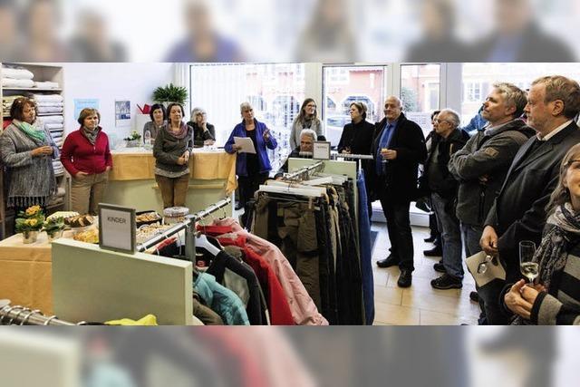 Kleider und Textilien für Menschen mit wenig Geld