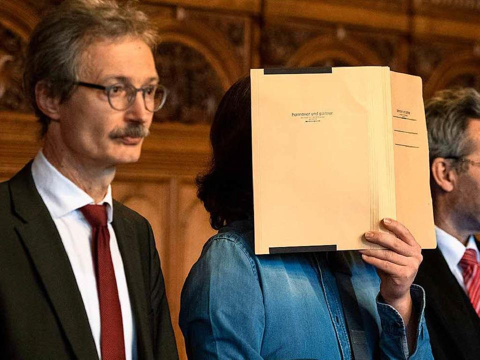 Der Angeklagte vor Gericht  | Foto: dpa