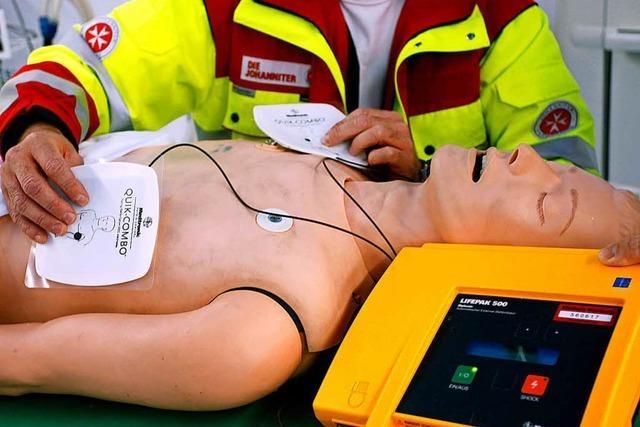 Karsau: Unbekannte stehlen Defibrillator
