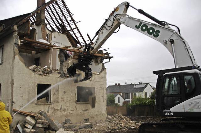 Abriss der Eisenbahnstraße 30 in Heitersheim hat begonnen