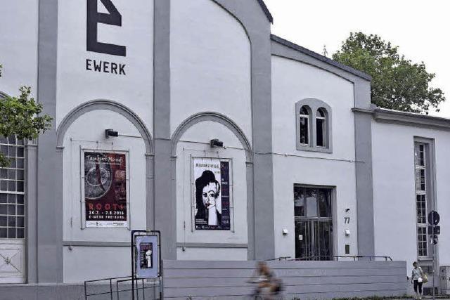 Schlammschlacht hinter den Kulissen des Kulturzentrums E-Werk