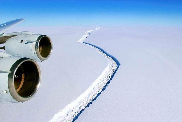 Gigantischer Eisberg entsteht in der Antarktis
