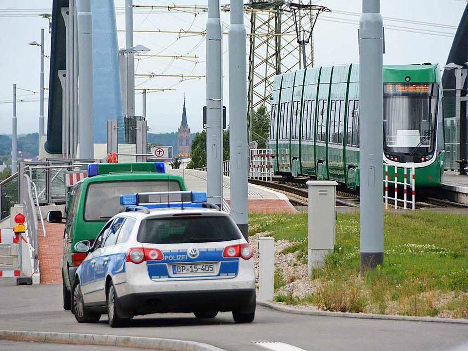 Kontrollen an der Tramstation gehören zum Alltag    Foto: Hannes Lauber