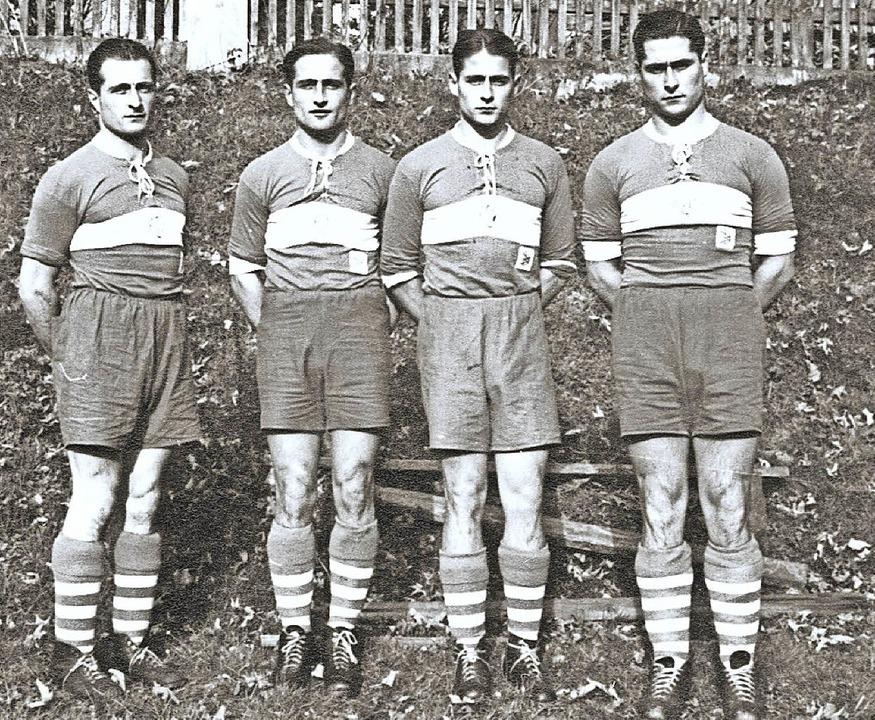 Die Scherer-Buben (von links): die Brü...f in Fußball-Trikots der 1930er-Jahre   | Foto: repro: bernd seger