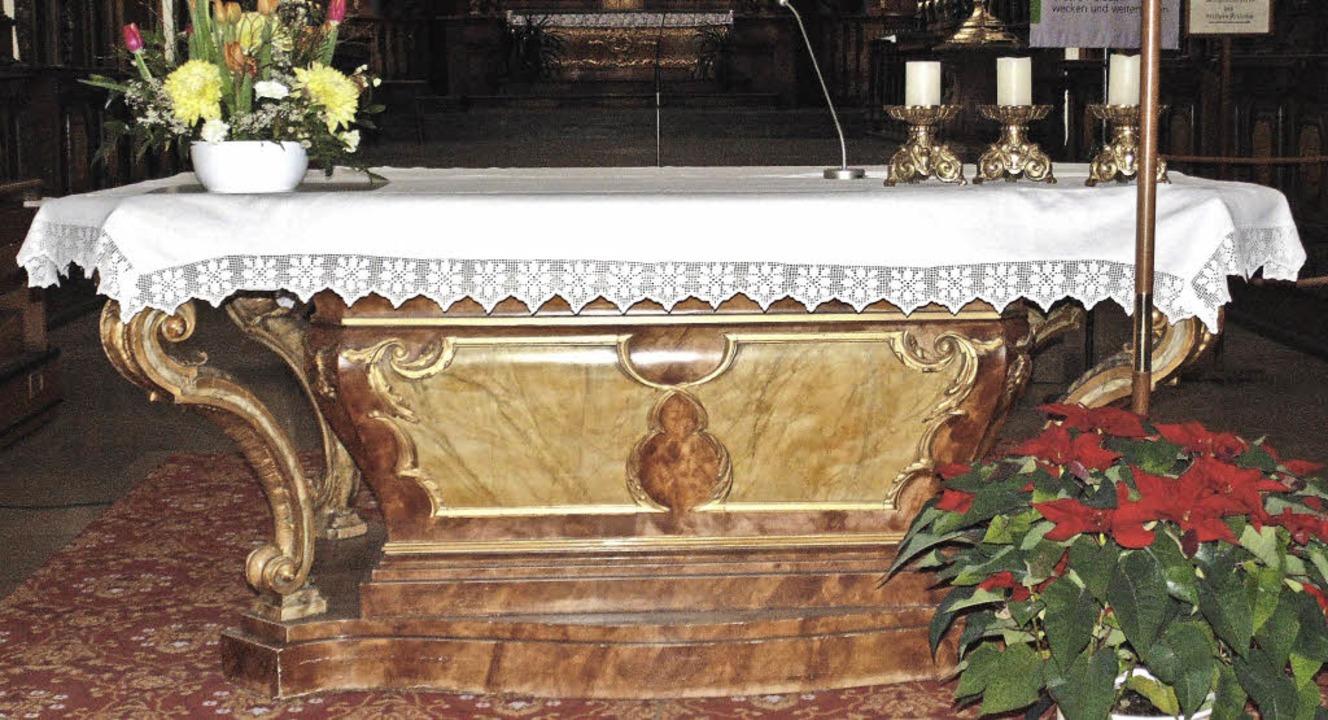Nach dem Wunsch des Pfarrgemeinderates...stinstallierten Altar ersetzt werden.   | Foto: Michael Gottstein