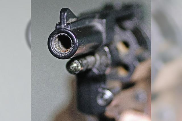 Streit um Lappalie eskaliert in einer gezogenen Waffe