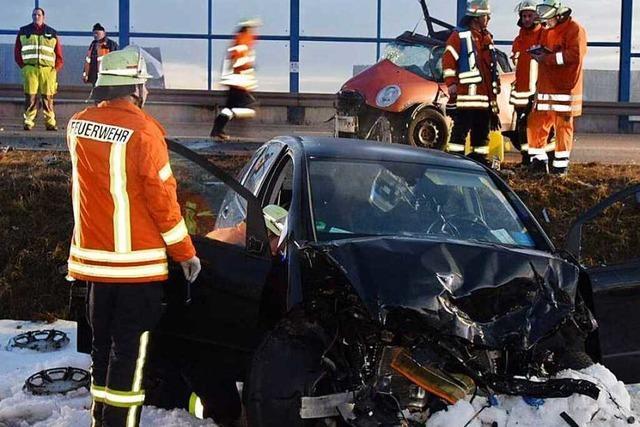 Kleinwagenfahrer stirbt bei Frontalkollision auf der B31